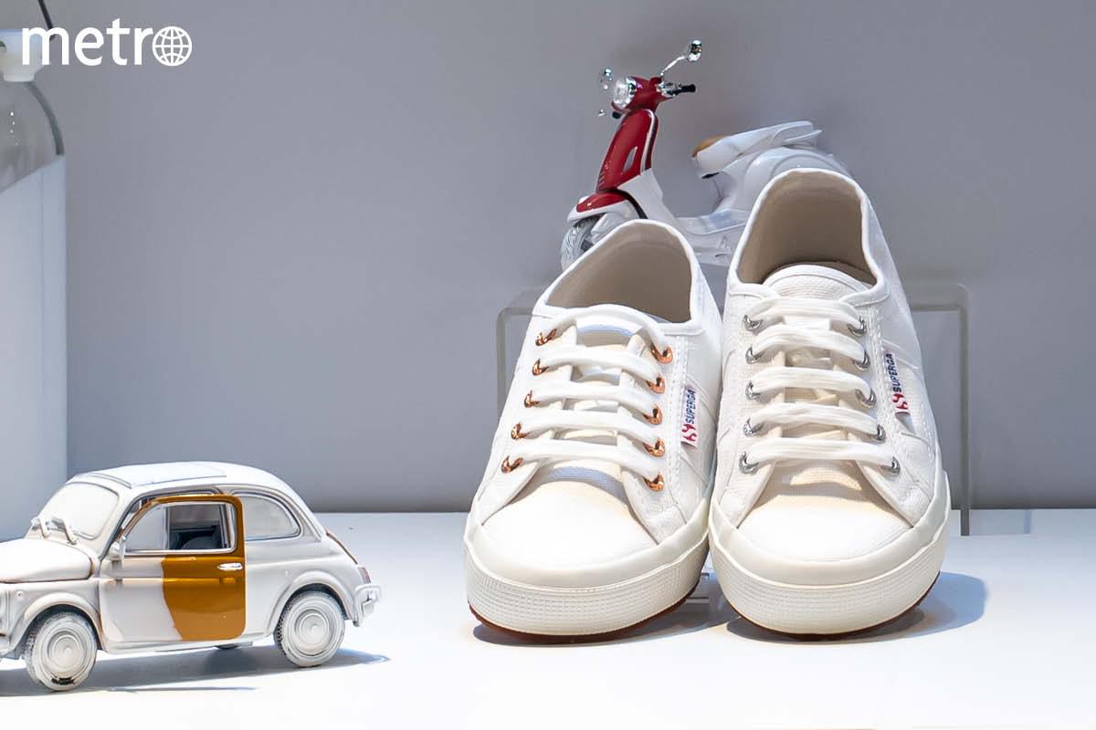 【銅鑼灣】SUPERGA白鞋概念館 手繪西洋書法客製專屬鞋履